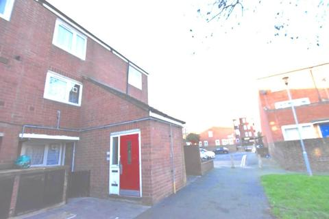 3 bedroom maisonette for sale - Dennington Close, Hackney, E5