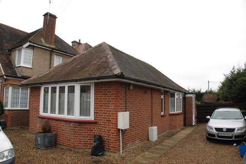 1 bedroom detached bungalow to rent - Riverfield Road, Staines