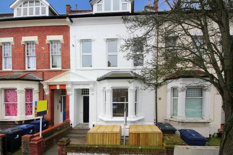 2 bedroom ground floor flat for sale - Birkbeck Road, W3