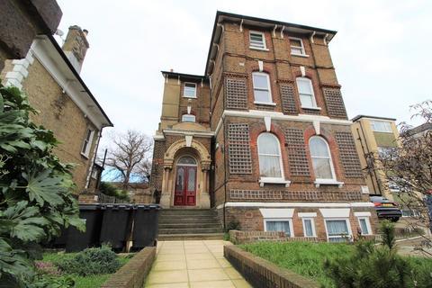 2 bedroom flat for sale - Coombe Road, Croydon