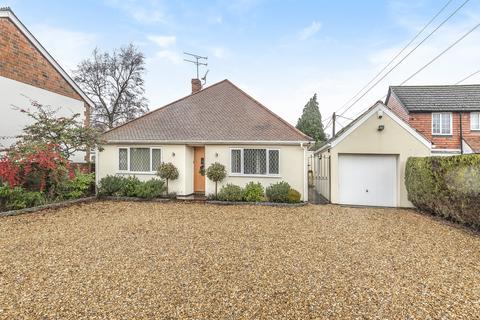 3 bedroom detached bungalow for sale - Bucks Horn Oak, Farnham