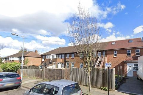 5 bedroom end of terrace house to rent - College Close, London