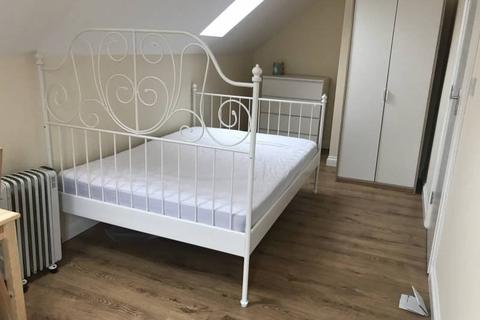 1 bedroom house share to rent - First Avenue, London,