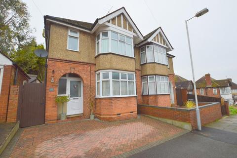 3 bedroom semi-detached house for sale - Strathmore Avenue, South Luton, Luton, Bedfordshire, LU1 3QP