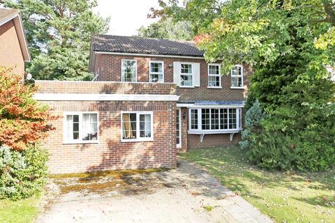 4 bedroom detached house for sale - Bourchier Close, Sevenoaks, Kent, TN13