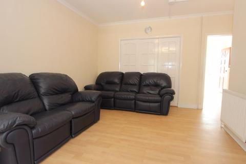 5 bedroom house to rent - Devonia Gardens, Palmer Green / Edmonton  N18