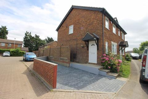 3 bedroom terraced house to rent - Rodeheath, Luton