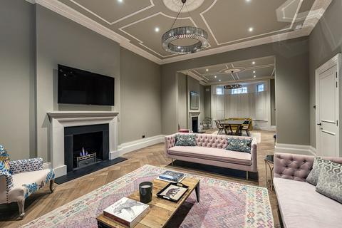 3 bedroom apartment to rent - Phillimore Place, Kensington