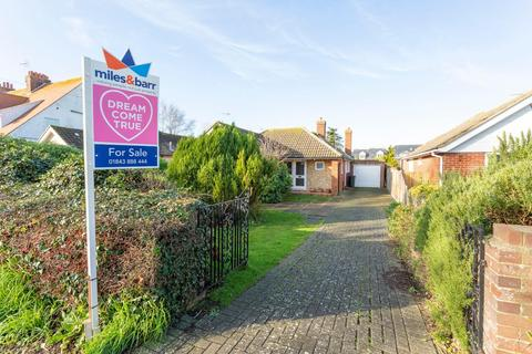 3 bedroom detached bungalow for sale - Kingsgate Avenue, Broadstairs