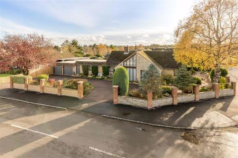 4 bedroom detached bungalow for sale - Farriers Road, Middle Barton