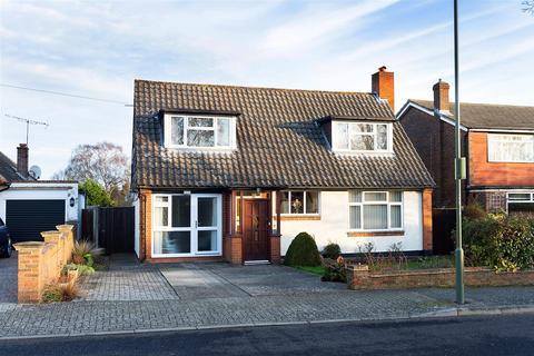 4 bedroom detached bungalow for sale - Craven Road, Orpington
