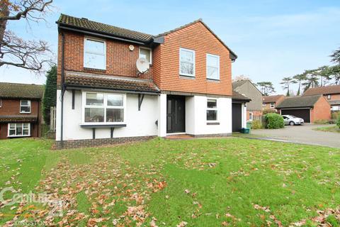 4 bedroom detached house for sale - Northcliffe Close, Worcester Park, Surrey, KT4
