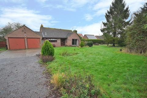2 bedroom detached bungalow for sale - Plains Road, Tolleshunt Major, Maldon, Essex, CM9