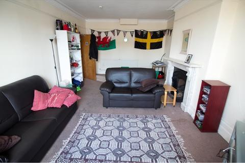 4 bedroom flat - Woodville Road, Cathays, Cardiff