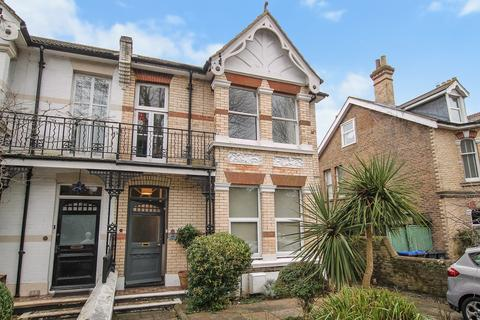 2 bedroom ground floor flat for sale - Homefield Road, Worthing BN11 2JA