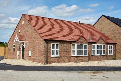 2 bedroom semi-detached bungalow for sale - Dawnay Park, New Walk, Driffield