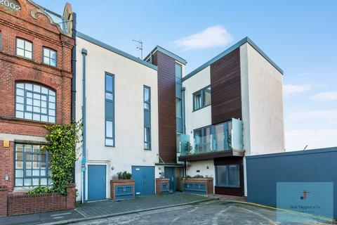 2 bedroom flat for sale - Stoneham Road, Hove, BN3