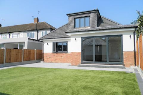 3 bedroom detached bungalow for sale - Pentire Close, Cranham RM14