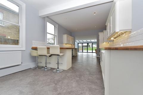 5 bedroom semi-detached house to rent - Avenue Road Erith DA8