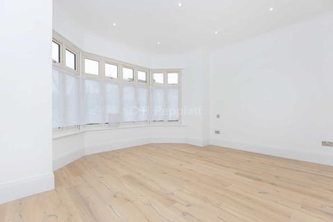 3 bedroom apartment for sale - Holden Road, London, N12