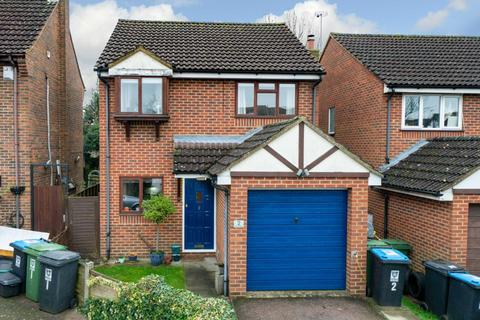 3 bedroom detached house for sale - DETACHED WITH GARAGE, Bath & Ensuite, CUL DE SAC LOCATION
