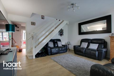 3 bedroom end of terrace house for sale - Copperfields Way, Romford