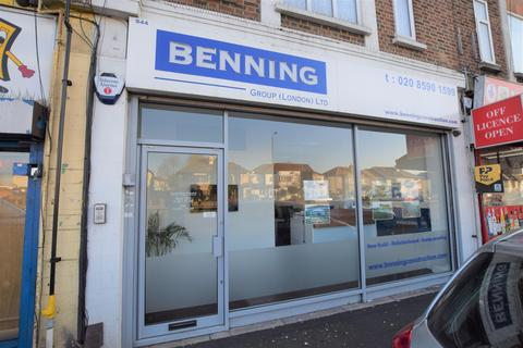 Property to rent - Eastern Avenue, Ilford, IG2