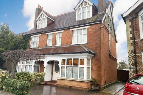 5 bedroom semi-detached house for sale - Staines-Upon-Thames,  Surrey,  TW18