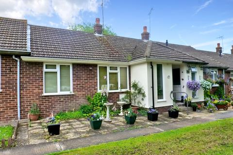 2 bedroom detached bungalow to rent - Beech Drive Hothfield Ashford TN26 1EA