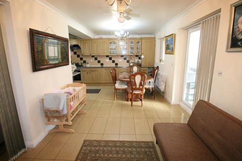 3 bedroom terraced house for sale - St. Aubyns Avenue, HOUNSLOW, Middlesex, TW3