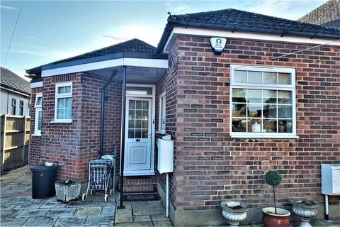 2 bedroom bungalow for sale - Thames Side, Staines-upon-Thames, Surrey, TW18