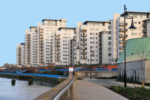 1 bedroom apartment to rent - Sark Tower, Erebus Drive, SE28 0GG