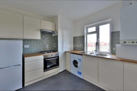 2 bedroom apartment to rent - Green Lanes, Palmers Green, N13