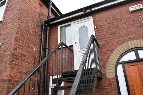 3 bedroom flat to rent - Croft House, High Street