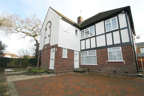 2 bedroom flat to rent - Kingsbridge Court, N21