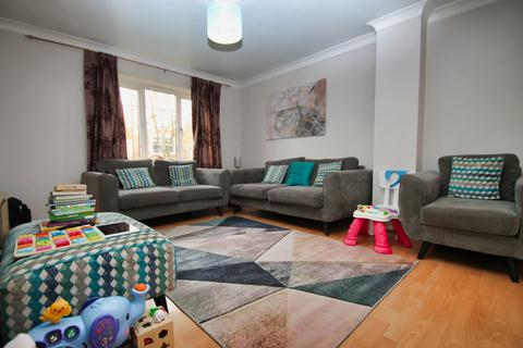 3 bedroom semi-detached house to rent - Nash Drive, Chelmsford