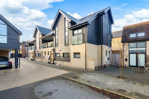 3 bedroom townhouse for sale - Brewers Yard, Royston