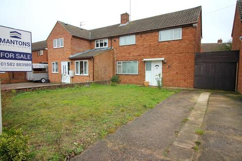 2 bedroom semi-detached house for sale - Wellfield Avenue, Luton, Bedfordshire, LU3 3AT