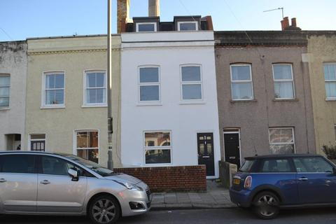 4 bedroom terraced house to rent - Fountain Road, Tooting, London, Greater London, SW17 0HG