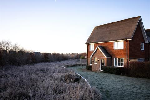 3 bedroom semi-detached house for sale - Field Bank, Horley, Surrey, RH6