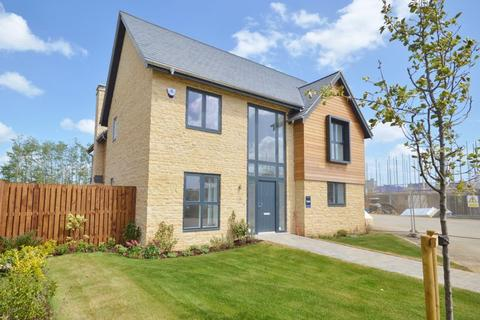 4 bedroom detached house for sale - Willowhurst, Priors Hall Park, Weldon