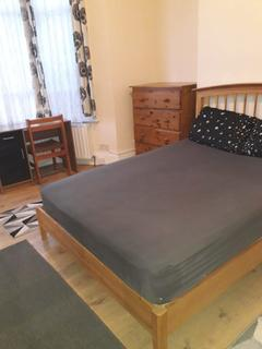 House share to rent - Selkirk Road, Tooting