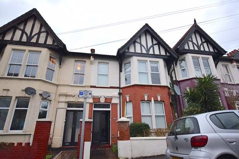 2 bedroom flat to rent - Winton Avenue, Westcliff-On-Sea