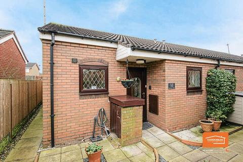 2 bedroom bungalow for sale - Sheridan Close, Walsall, WS2 9QQ