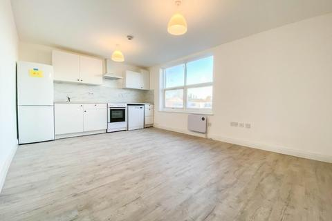 2 bedroom flat to rent - North Circular Road, Palmers Green