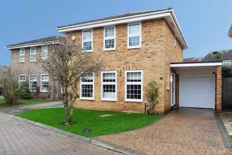 4 bedroom detached house for sale - Paddock Close, Farnborough, Orpington