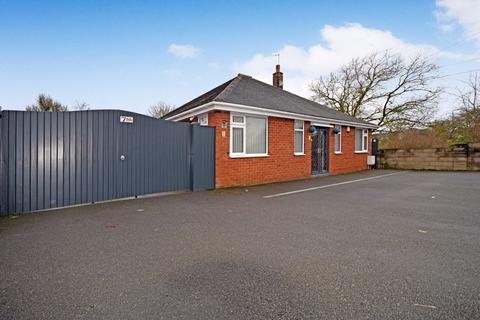 3 bedroom detached bungalow for sale - Dividy Road, Bucknall, Stoke-On-Trent