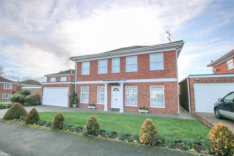 5 bedroom detached house for sale - Barnett Way, Bierton, Aylesbury