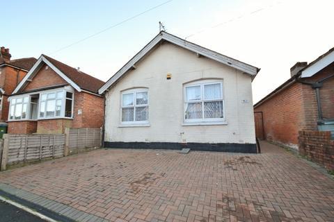 2 bedroom bungalow for sale - Bassett