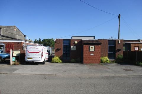 Industrial unit to rent - 5 West Carr Industrial Estate, Stirling Road, Retford, Nottinghamshire